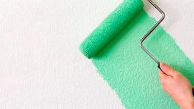 Как покрасить оштукатуренную стену